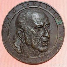 Medallas históricas: MEDALLA DEL CENTENARIO DEL NACIMIENTO DE SEBASTIÁN MIRANDA, 1985. Lote 138634906