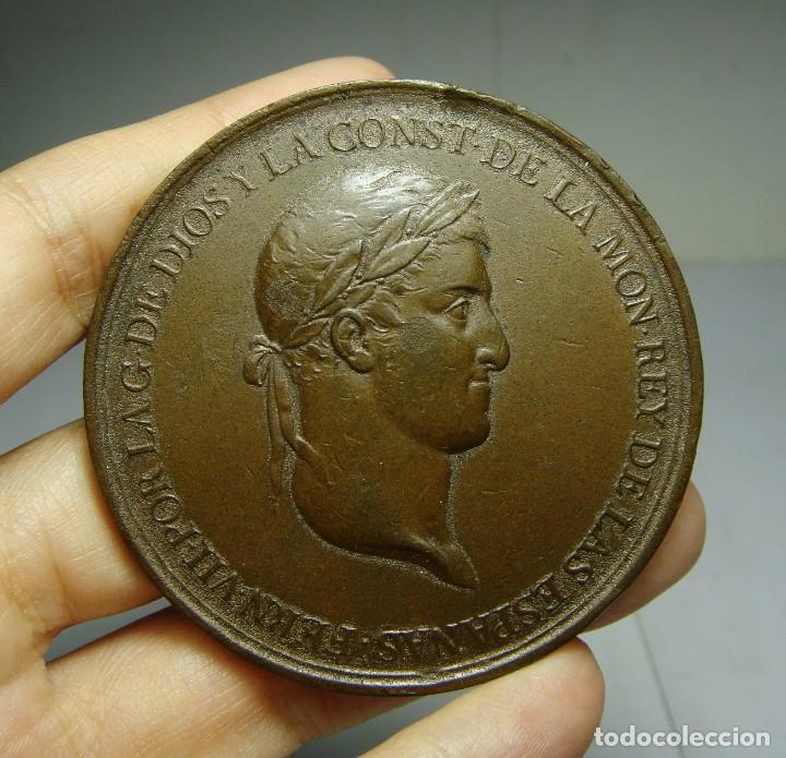 MEDALLA DE LA PROMULGACIÓN DE LA CONSTITUCIÓN. FERNANDO VII. CÁDIZ. GRABADOR SAGAU Y DALMAU. (Numismática - Medallería - Histórica)