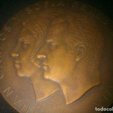 Medallas históricas: GRAN MEDALLA BRONCE JUAN CARLOS Y SOFIA REYES DE ESPAÑA. Lote 145118550