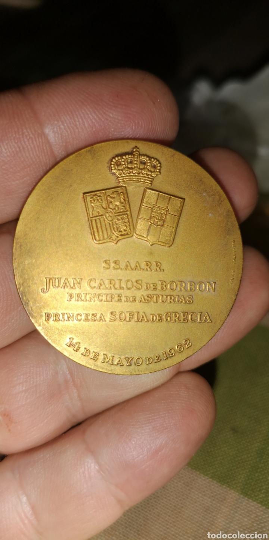 Medallas históricas: medalla conmemorativa de Su Alteza Real don Juan Carlos de Borbón Príncipe de Asturias 1962 - Foto 3 - 152854689