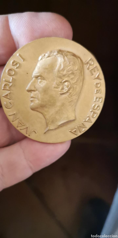 MONEDA CONMEMORATIVA JUAN CARLOS PRIMERO REY DE ESPAÑA PRIMERA VISITA REAL A TARRAGONA 1976 (Numismática - Medallería - Histórica)