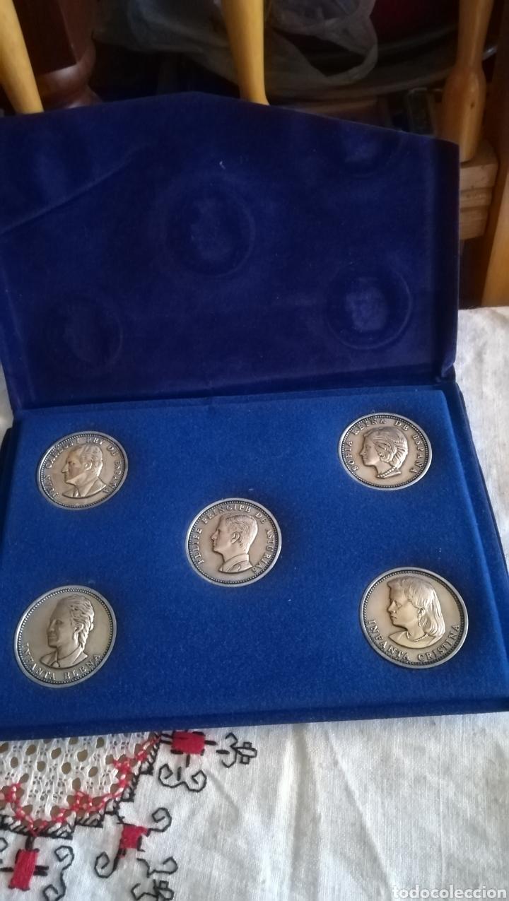 CARPETA CON 5 MONEDAS DE LA FAMILIA REAL (Numismática - Medallería - Histórica)