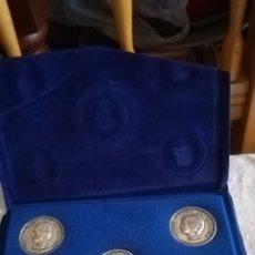 Medallas históricas: CARPETA CON 5 MONEDAS DE LA FAMILIA REAL. Lote 153449366