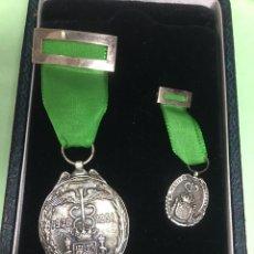 Medallas históricas: MEDALLA AL MÉRITO PROFESIONAL DEL CUERPO DE AGENTES COMERCIALES. 1926-1951. EN EL PLATA DE LEY. Lote 156995290