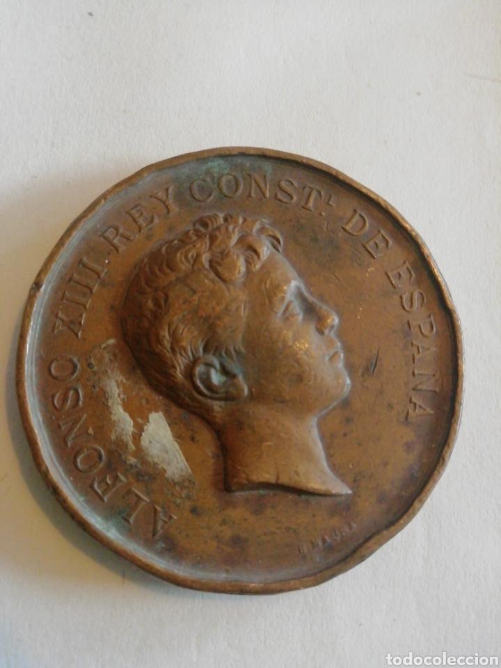 ALFONSO XIII REY CONSTITUCIONAL DE ESPAÑA EXPO DE INDUSTRIAS NACIONALES DE MADRID 1897-98 (Numismática - Medallería - Histórica)