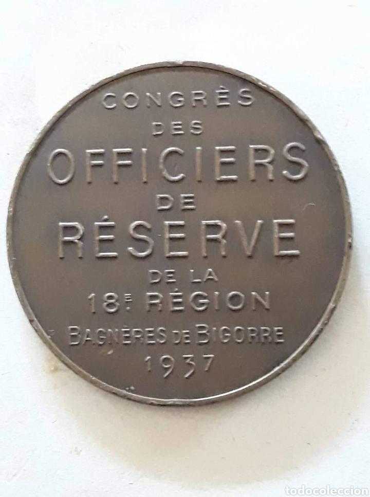 Medallas históricas: Voici une médaille commémorative des officiers de réserve de la 18èmerégion à Bagnères de Bigorre - Foto 2 - 159770670
