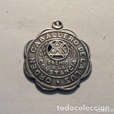 Medallas históricas: MEDALLA MASONICA ORDEN CABALLERO DE LA LUZ PREMIO A LA CONSTANCIA EN PLATA. Lote 165126610