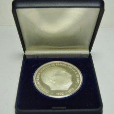 Medallas históricas: ONZA DE PLATA PURA. MEDALLA DE FRANCISCO FRANCO, CAUDILLO DE ESPAÑA 1892 - 1972. INCLUYE ESTUCHE.. Lote 165514370