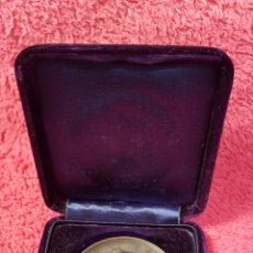 Medallas históricas: MEDALLA DEDICADA A S.A.R. LA PRINCESA DE ASTURIAS EXPOSICIÓN NACIONAL DE BELLAS ARTES MADRID 1895.. Lote 167622794