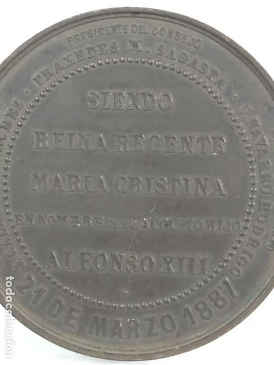 Medallas históricas: MEDALLA CONMEMORATIVA DE LA INAUGURACIÓN DE OBRAS FACULTADES DE MEDICINA Y CIENCIAS ZARAGOZA 1.887 - Foto 5 - 169601144