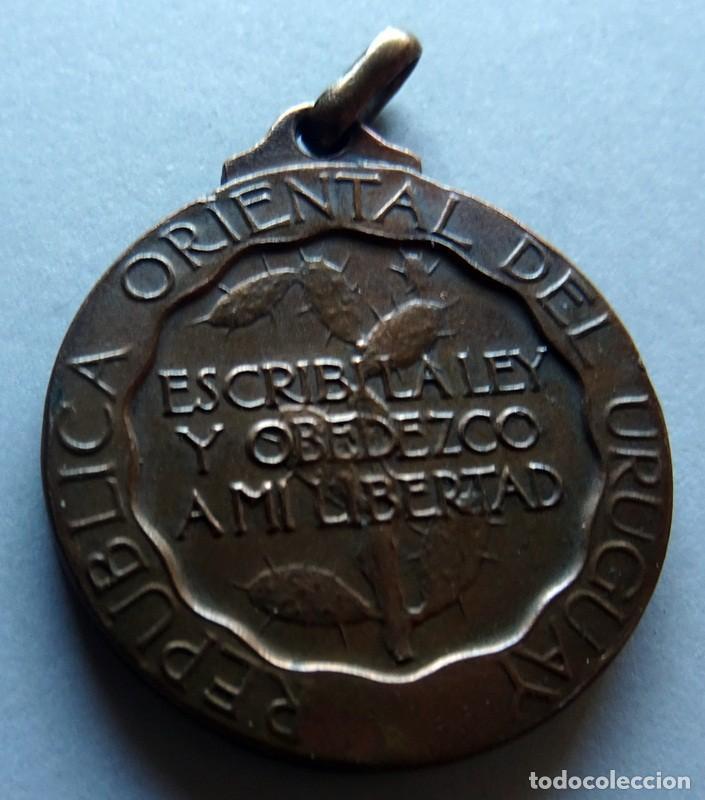Medallas históricas: MEDALLA CONMEMORATIVA DEL CENTENARIO JURA DE LA CONSTITUCIÓN DE LA REPÚBLICA O.DEL URUGUAY 1830 - Foto 2 - 170359688