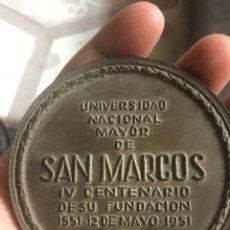 Medallas históricas: MEDALLA 4 CENTENARIO UNIVERSIDAD DE SAN MARCOS 1951, LIMA. Lote 171010830
