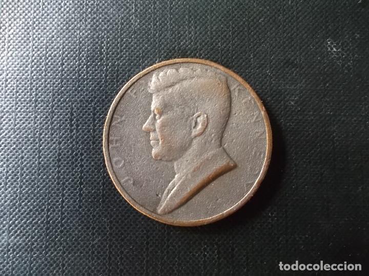 MONEDA CONMEMORATIVA A LA INVESTIDURA PRESIDENCIAL DE JOHN F KENNEDY EN ESTADOS UNIDOS EN 1961 (Numismática - Medallería - Histórica)