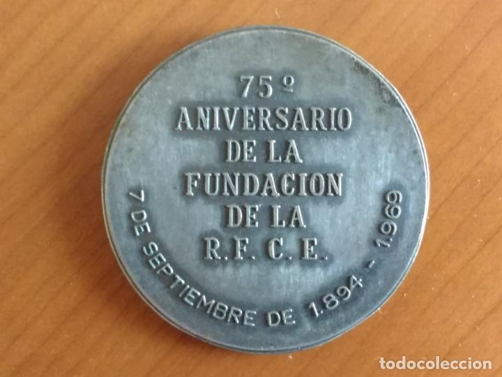 Medallas históricas: MEDALLA CONMEMORATIVA DEL 75 ANIVERSARIO DE LA REAL FEDERACIÓN COLOMBÓFILA ESPAÑOLA (1969) - Foto 2 - 173879615