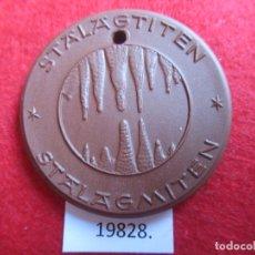 Medallas históricas: MEDALLA DE CERAMICA DE MEISSEN, DRACHEN HOHLE SYRAU, PORCELANA. Lote 174343715