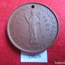 Medallas históricas: MEDALLA DE CERAMICA DE MEISSEN, WUNDERBLUT-KIRCHE BAD WILSNACK ,1983, 600 AÑOS, PORCELANA. Lote 174343844