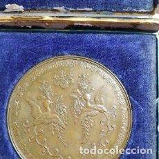Medallas históricas: EXCEPCIONAL MEDALLA JAPÓN 1894 25 ANIVERSARIO BODA EMPERADOR. Lote 174429348