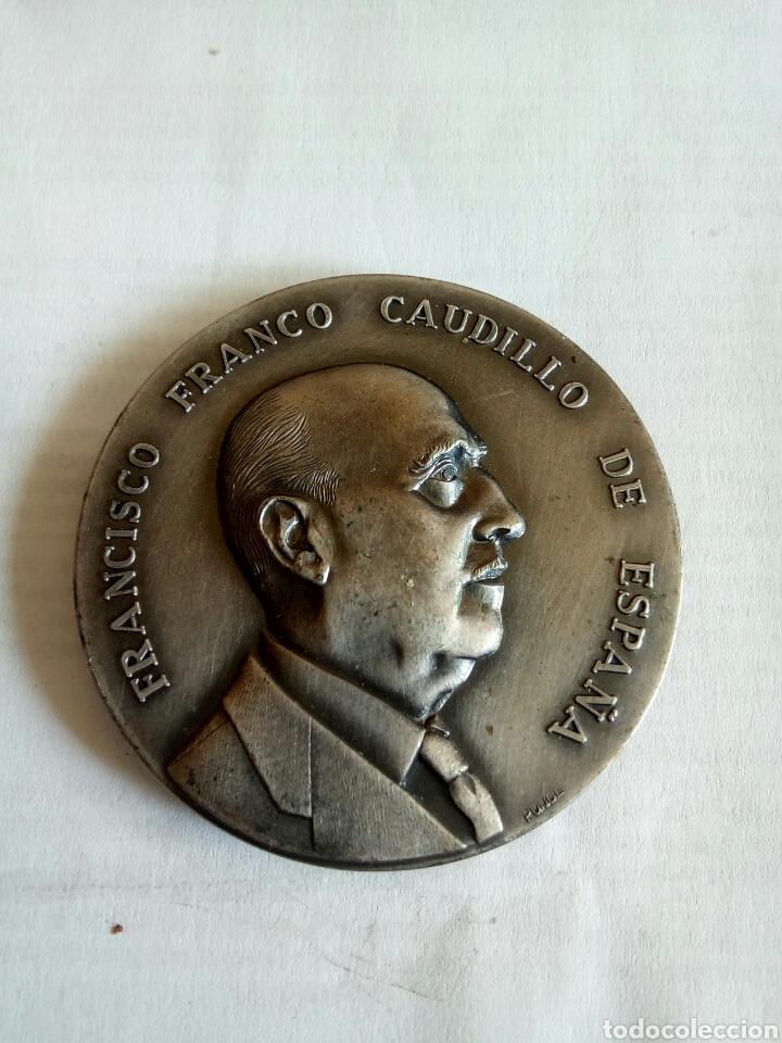 MEDALLA FRANCISCO FRANCO CAUDILLO DE ESPAÑA (Numismática - Medallería - Histórica)