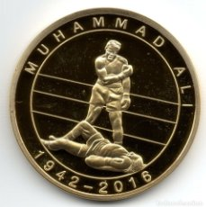 Medallas históricas: MUHAMMAD ALI BOXEO, MONEDA ORO, HOLOGRAMA 3D KO A GEORGE FOREMAN.. Lote 177268083