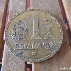 Medallas históricas: GRAN MEDALLA MONEDA LA HISTORIA DE LA PESETA P.T.A ESPAÑA 82 METAL O BRONCE 11.5 CM DE DIAMETRO. Lote 177879709