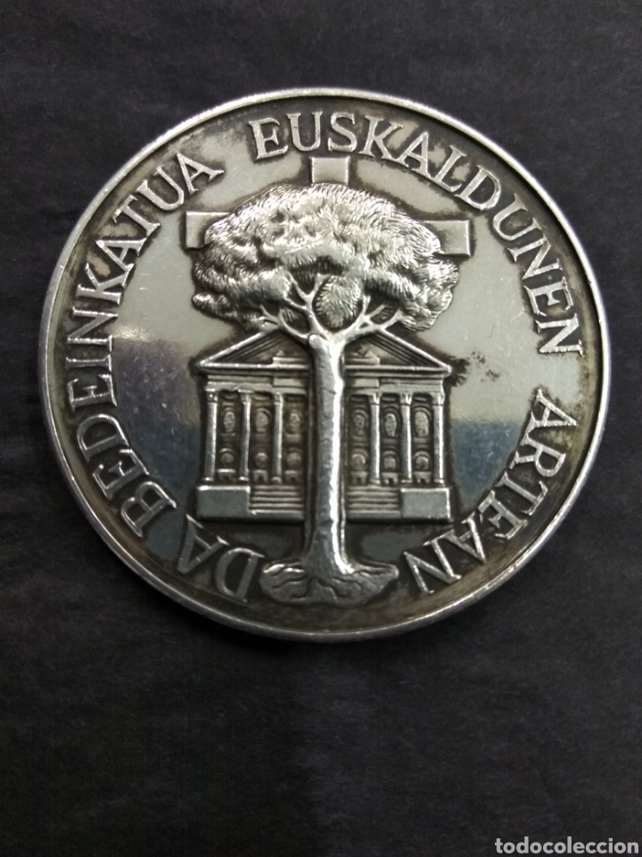 Medallas históricas: ANTIGUA MEDALLA VASCA ESCUDO EUSKALERRIA PAIS VASCO ARBOL GERNIKA LEYENDA PLATA PUNZONADA - Foto 3 - 178100997