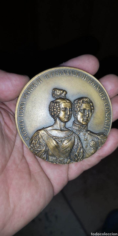 MEDALLA CONMEMORATIVA DE LA REINA DOÑA MARÍA SEGUNDA Y FERNANDO SEGUNDO PRÍNCIPE CONSORTE PORTUGAL (Numismática - Medallería - Histórica)