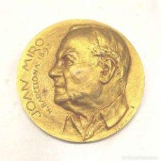 Medallas históricas: JOAN MIRO MEDALLA CONMEMORATIVA NACIMIENTO DISEÑO F. CALICÓ DEL AÑO 1968. MED. 5 CM. Lote 178917950