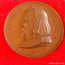 Medallas históricas: MEDALLA DE BRONCE DEL CENTENARIO DE CALDERÓN DE LA BARCA, MAYO DE 1881, MEDIDA 5 CM. PRECIOSA PATINA. Lote 179066947