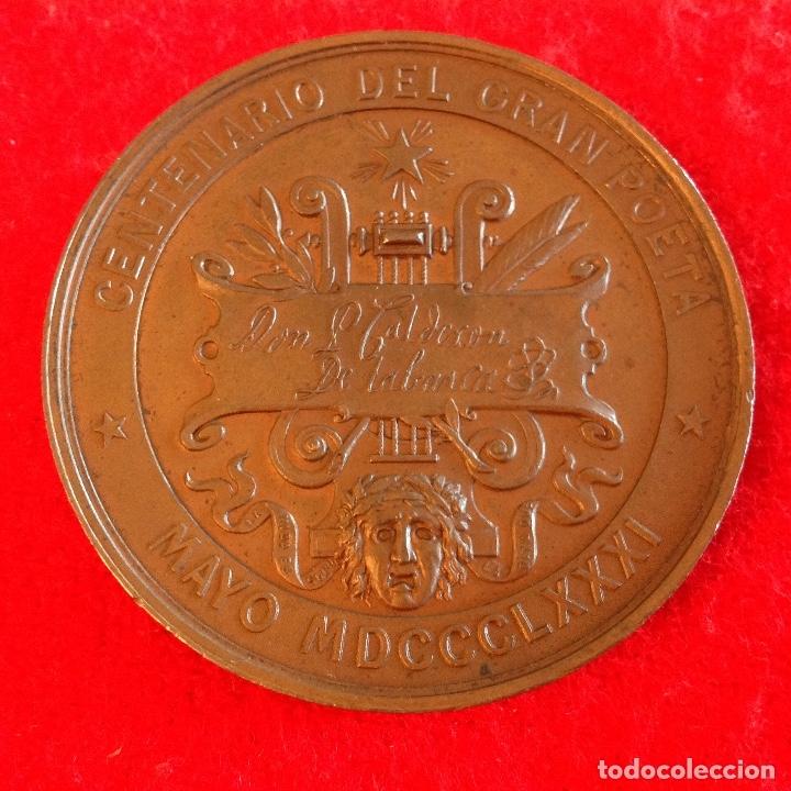 Medallas históricas: Medalla de bronce del Centenario de Calderón de la Barca, Mayo de 1881, medida 5 cm. Preciosa patina - Foto 2 - 179066947