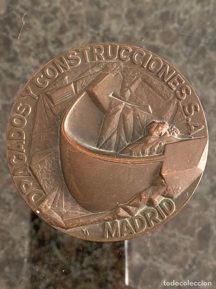 MEDALLA DE BRONCE DE FERNANDO DE JESUS , DRAGADOS Y CONSTRUCCIONES , MADRID , 1973 (Numismática - Medallería - Histórica)