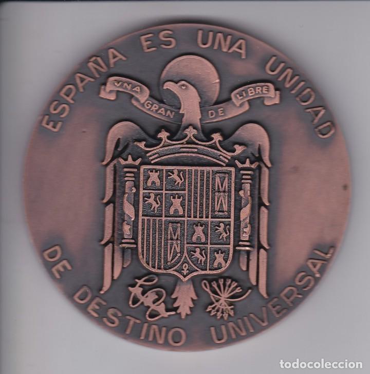 Medallas históricas: GRAN MEDALLA FRANCISCO FRANCO ESCUDO ESPAÑA LA PATRIA SE HACE Y SE ACRECE CADA DIA - DIAMETRO 8cm - Foto 2 - 183404920