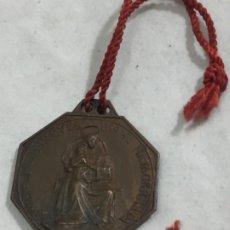Medallas históricas: NUESTRA SEÑORA DE LAS NIEVES PUERTO NAVACERRADA Y S. BERNARDO DE MENTHON PATRON DE LOS ALPINISTAS. Lote 187508125
