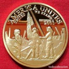 Medallas históricas: MONEDA DE ORO RECUERDO TORRES GEMELAS 911 DEL HOGAR LIBRE DE VALIENTES (NUEVA). Lote 188678437