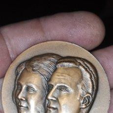 Medallas históricas: MEDALLA CONMEMORATIVA DE LA PRIMERA VISITA DE LOS REYES DE ESPAÑA A CATALUÑA 1976. Lote 192520288