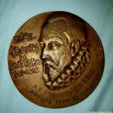 Medallas históricas: MEDALLA DE BRONCE FIRMADA POR IGNACIO GALLO I ROS, HECHA EN PARIS. 350 ANIVERSARIO DEL QUIJOTE. Lote 184420301