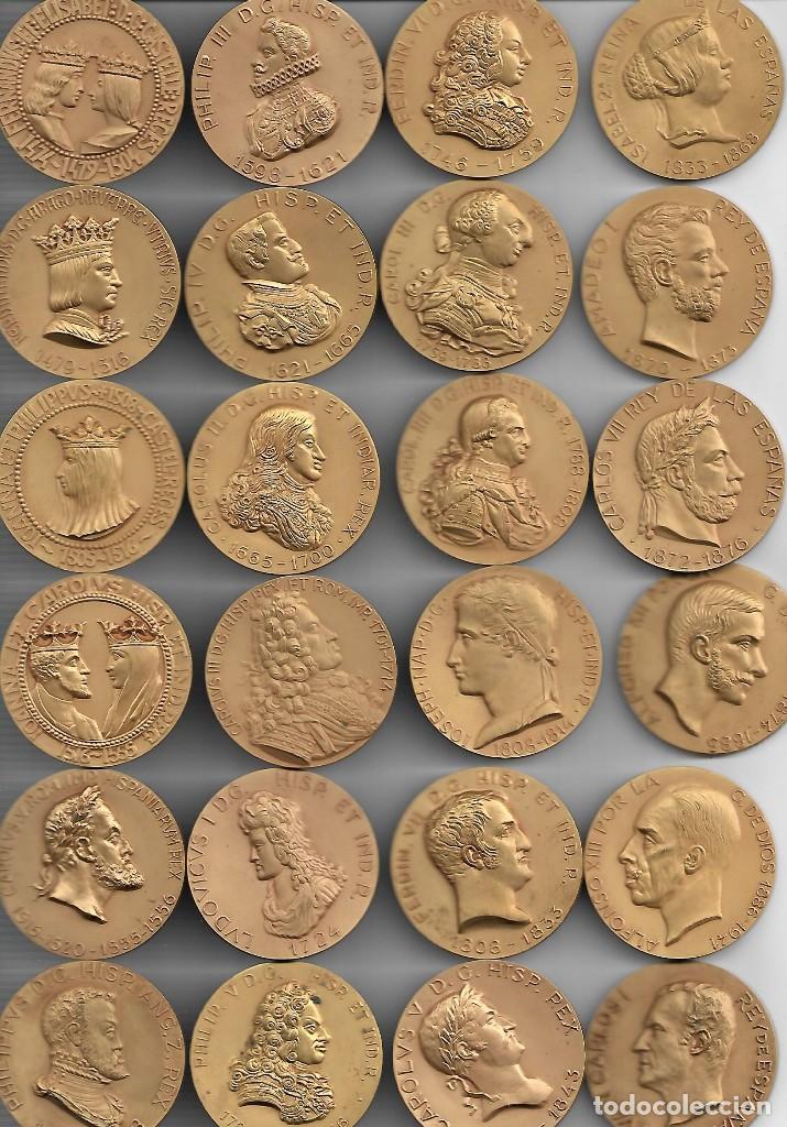 GRAN ESTUCHE CON 24 GRANDES MEDALLAS CON UN GRAN RELIEVE DE LOS REYES DE ESPAÑA-C.CALICO (Numismática - Medallería - Histórica)