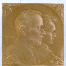 Medallas históricas: MEDALLA PIERRE ET MARIE CUPIE - 60 X 40 MM. Lote 194148558