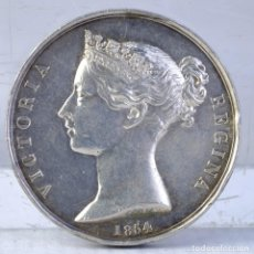 Medallas históricas: MEDALLA EN PLATA VICTORIA REGINA 1854 - 35 MM. Lote 194148585
