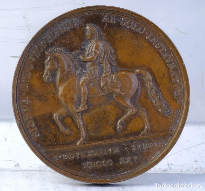Medallas históricas: Medalla en cobre INCHOAVIT. LVDOVICVS. XVIII. CAROLVS. X. ABSOLVIT 1825 - 30 mm - Foto 2 - 194149113
