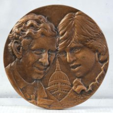 Medallas históricas: MEDALLA THE MARRIAGE OF THE PRINCE OF WALES AND LADY DIANA SPENCER 1981 - 80 MM. Lote 194616107
