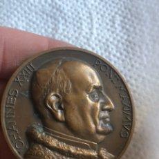Medallas históricas: BONITA MEDALLA PAPAL ANTIGUA. Lote 194932711