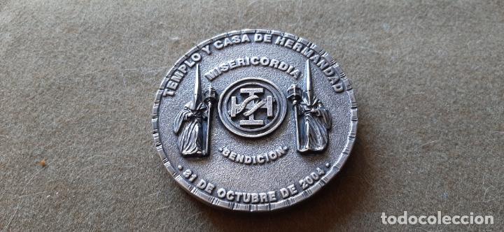 SEMANA SANTA DE HUELVA - MEDALLA CONMEMORATIVA BENDICION TEMPLO Y CASA HDAD CRISTO MISERICORDIA 2004 (Numismática - Medallería - Histórica)