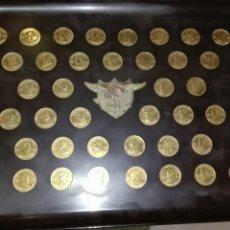 Medallas históricas: BANDEJA EN RESINA FENOLICA NEGRA CON MONEDAS O MEDALLAS DE LOS PRESIDENTES DE AMERICA. Lote 195319736