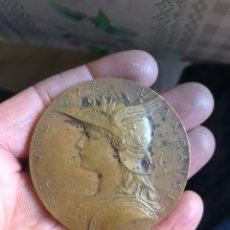 Medallas históricas: BONITA MEDALLA FRANCESA ANTIGUA POR CLASIFICAR. Lote 195416540