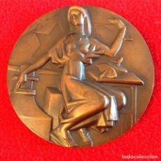Medallas históricas: MEDALLA CONMEMORATIVA DE LA NUEVA FÁBRICA NACIONAL DE MONEDA Y TIMBRE 1964, ESCULTOR: FERNANDO JESÚS. Lote 198216408