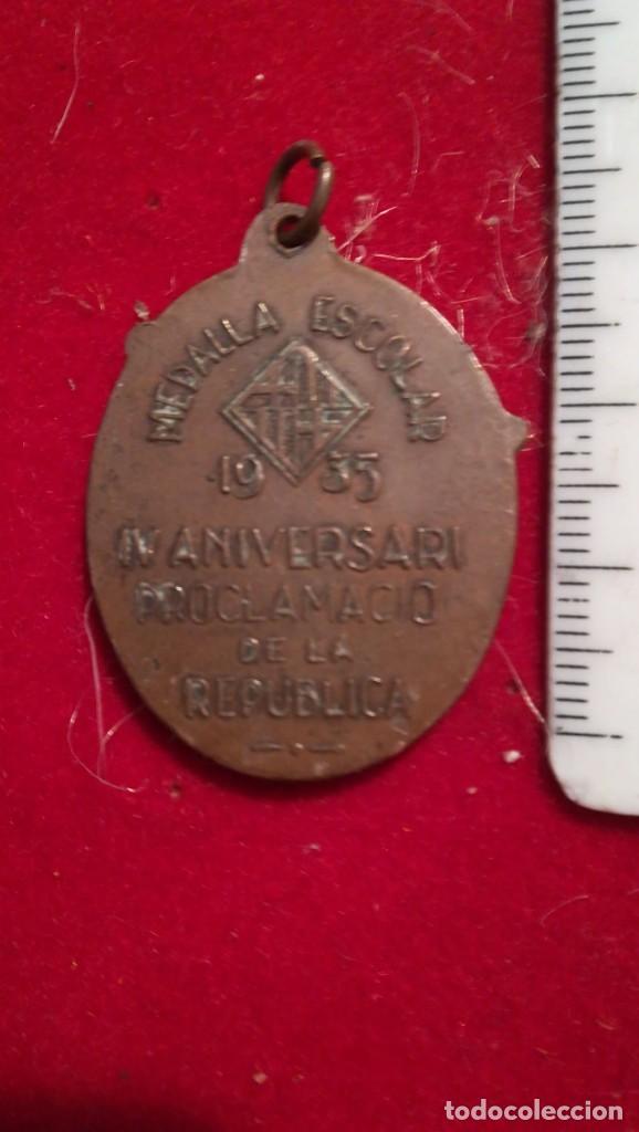 Medallas históricas: Medalla escolar del IV aniversario de la República, año 1935. Catalunya. - Foto 2 - 199705766