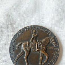 Medallas históricas: MEDAILLE FRANÇAIS QUE PITIÉ NE SOIT PLUS SUR LA TERRE DE FRANCE, 1412-1432, CHINON ORLÉANS REIMS, PA. Lote 199747677