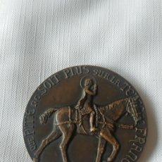 Medallas históricas: MEDALLA CONMEMORATIVA DE LA DONCELLA DE ORLEANS. SANTA JUANA DE ARCO AJUSTICIADA EN LA HOGUERA 1431. Lote 200371445