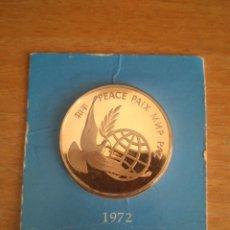 Medallas históricas: NACIONES UNIDAS - MEDALLA CONMEMORATIVA PAZ EN 1972 - ESCRITA EN CINCO IDIOMAS - EN BLISTER - BRONCE. Lote 203008592