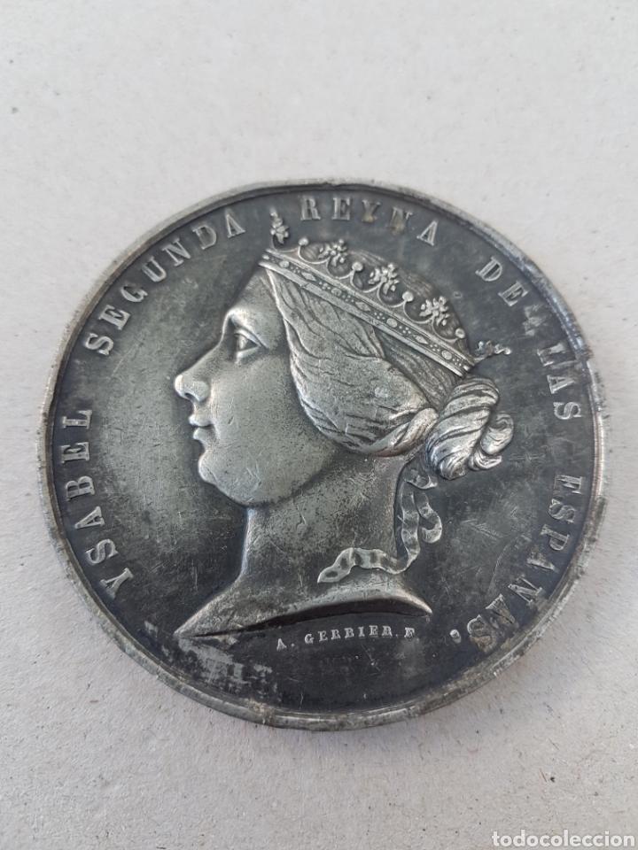 MEDALLA ISABEL 2 VENTA DE JOYAS PARA GUERRA AFRICA (Numismática - Medallería - Histórica)